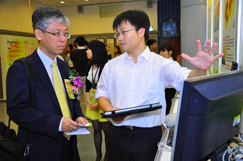 蘇拾忠秘書長參觀創新夢計畫展覽